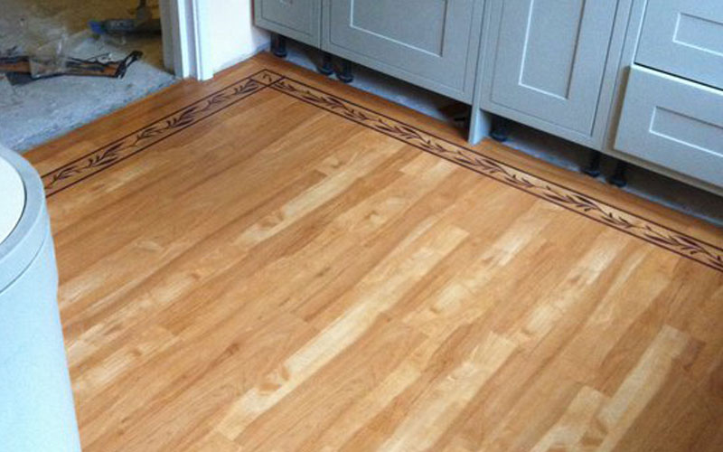 Wooden flooring with a pattern in the kitchen